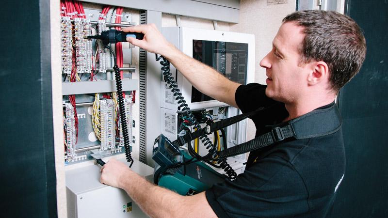 beruf elektroinstallateur karriere